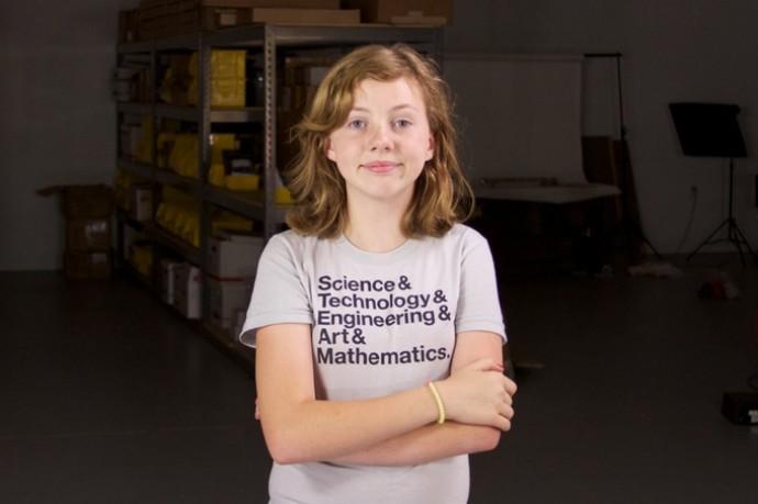 수채화 로봇을 만들어 직접 판매하고 있는 실비아. 실비아는 여전히 자신의 독자적인 채널을 통해 자신의 메이커 활동을 사람들과 공유하고 있다. 사진을 클릭하면 실비아가 운영하고 있는 '실비아 쇼'로 연결된다. - watercolorbot.com 제공